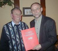 Karl-Heinz Bergsieker mit Reinhard Schmidt, dem Vorsitzenden des SPD-Ortsvereins Meschede