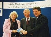"""Bundesministerin Renate Schmidt bei der Vorstellung der Initiative """"Lokale Bündnisse für Familien"""" in Köln."""
