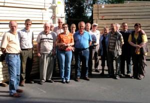 Mitglieder der SPD Meschede bei der Besichtigung des Sägewerks Schulte in Drasenbeck
