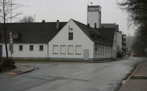 Das Gebäude an der Ecke Fritz-Honsel-Straße/Mühlenweg wird dem geplanten Kreisverkehr am Ostring weichen müssen. Bislang werden die Räume u.a. von dem Portugiesischen Verein in Meschede genutzt.
