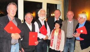 Die geehrten Jubilare und die neue Vorsitzende des Mescheder Ortsvereins.