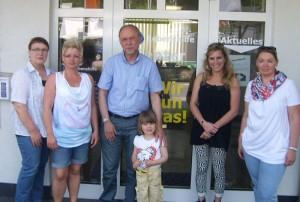 von rechts: Dagmar Kovar, daneben Katja Seidel und Reinhard Schmidt